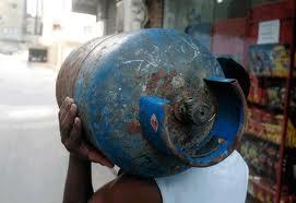 موزعو الغاز يطالبون بزيادة درهمين في سعر قنينة الغاز