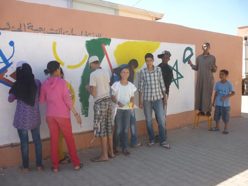 رواد جمعية الأخصاص للتنمية يبدعون على الجدران