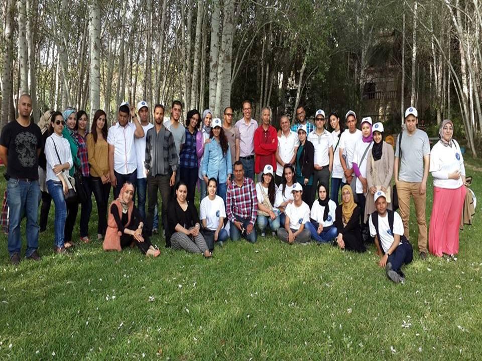 طلبة الإجازة المهنية في التحرير الصحفي يزورون جماعة تلكجونت و الجامعة تتبرع بكتب لتلاميذ المنطقة