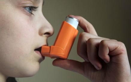 دراسة: غبار المنازل يقوي مناعة الأطفال ضد الربو