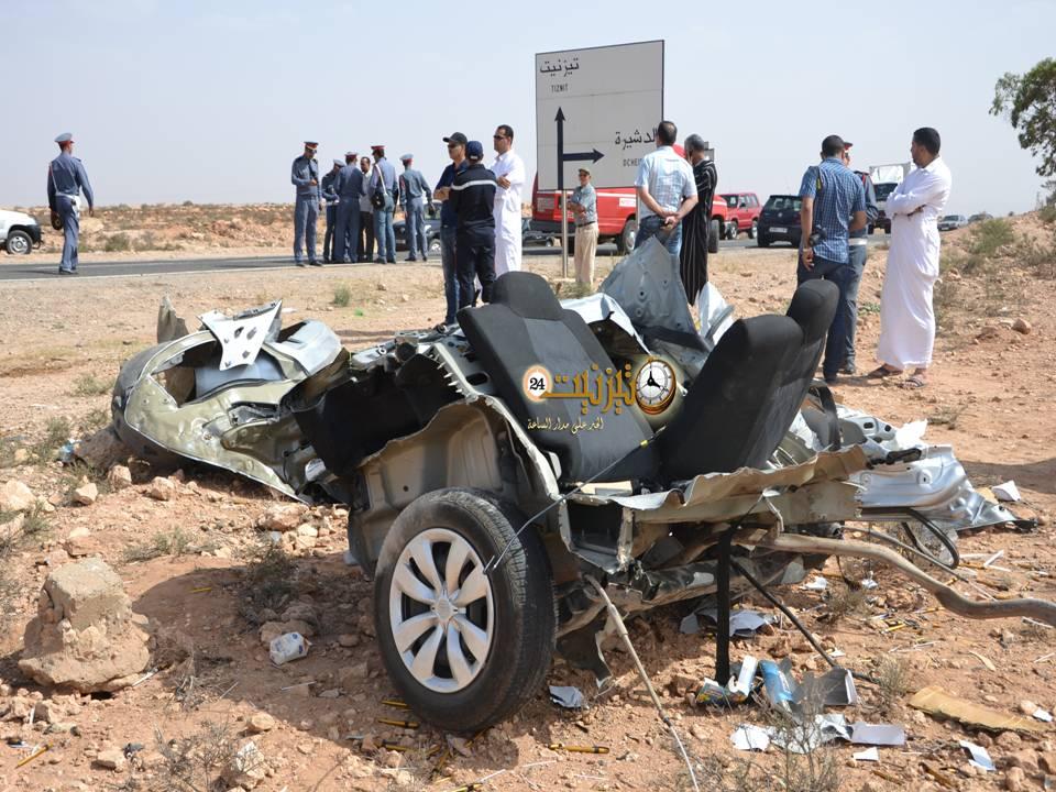 انشطار سيارة ومقتل فتاة في حادث سير خطير بتيزنيت