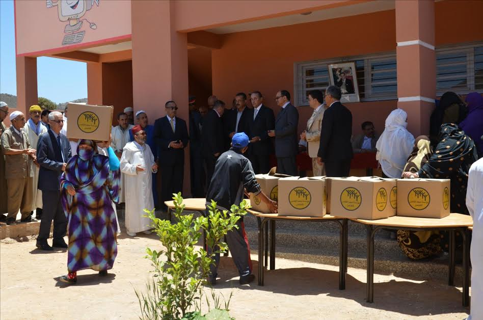 مؤسسة محمد السادس للقيميين الدينيين توزع مساعدات عينية بتيزنيت