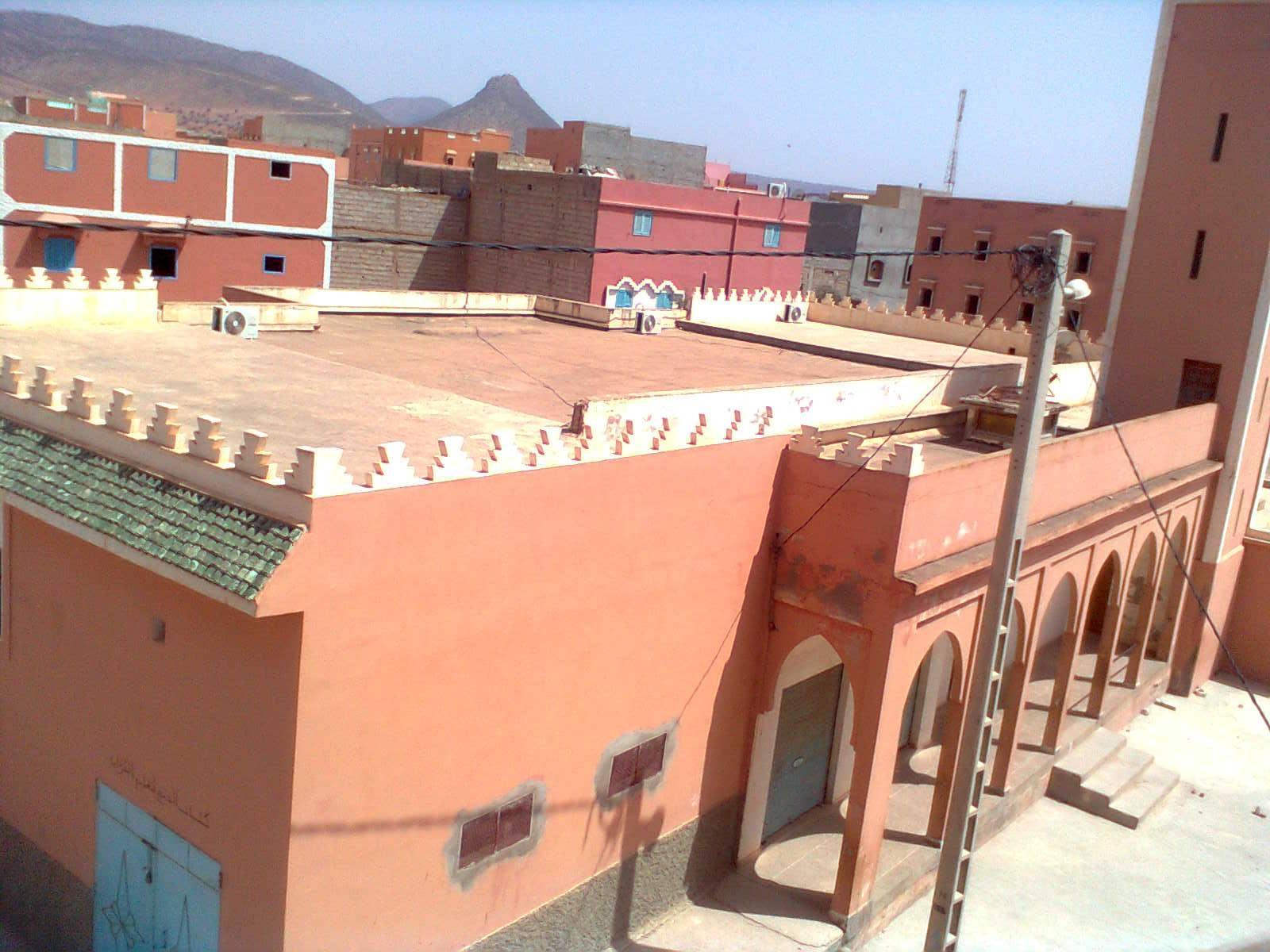 المسجد الأكبر بالجماعة القروية لبونعمان موصود الأبواب منذ عام .. والسكان يتساءلون