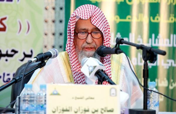 شيخ سعودي:التصوير في الحرم منكر ويجب كسر آلات المصورين!