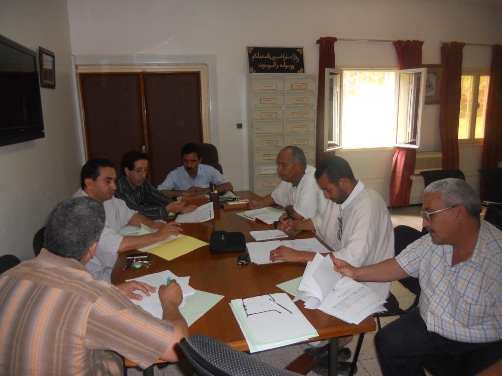 اجتماع نائب وزارة التربية الوطنية بتيزنيت مع مسؤولي النقابات التعليمية