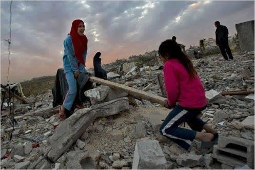 قوة أهل غزة أنهم يصنعون السعادة من قلب الدمار