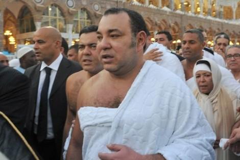 الملك محمد السادس يؤدي مناسك العمرة بالديار المقدسة