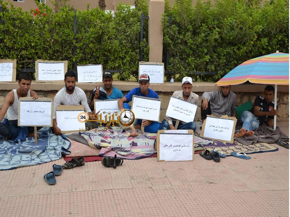 اعتصام للباعة المتجولين أمام باشوية وبلدية تيزنيت وتهديد بالإضراب عن الطعام