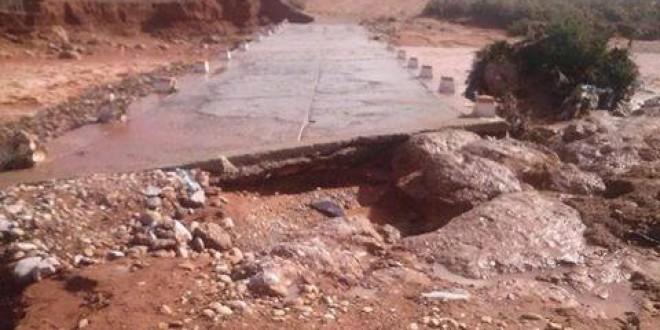 سكان دوار ألوس و أكرد واعراب يطالبون جماعة ايت الرخا إصلاح الطريق الرابطة بين الوس و تنزروين