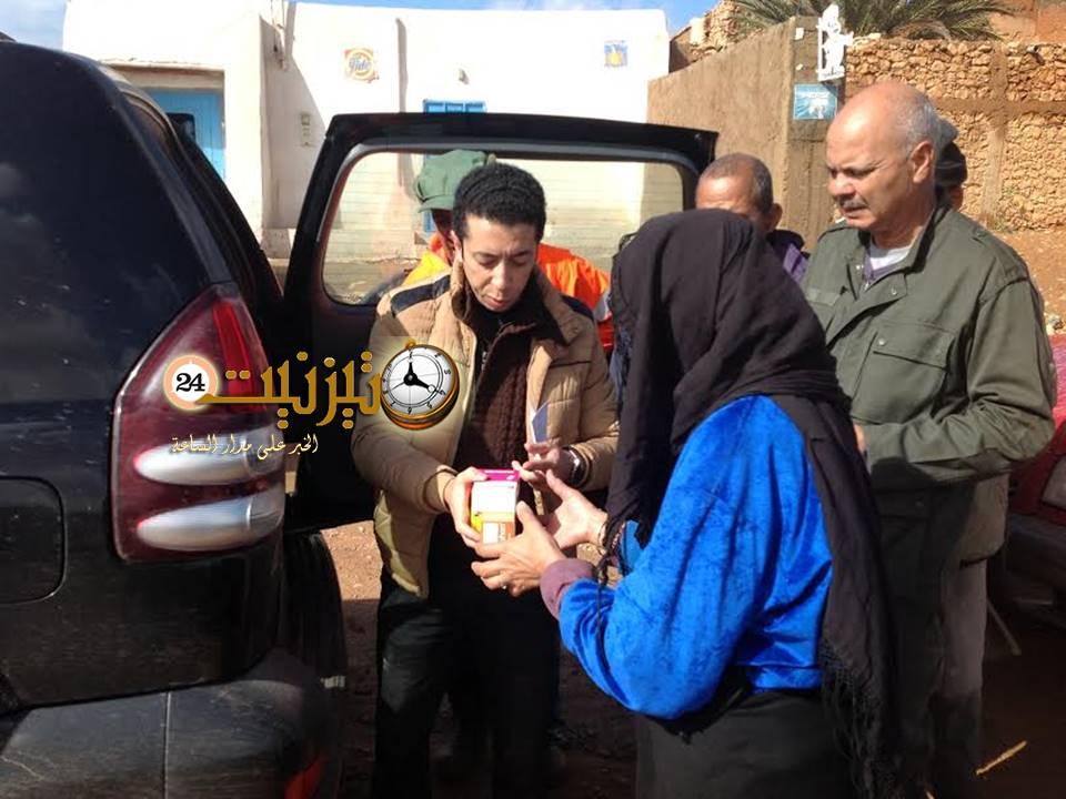 توزيع أدوية على منكوبي الفيضانات بأكلو وإسعاف مرضى الجماعات القروية بمستشفى تيزنيت