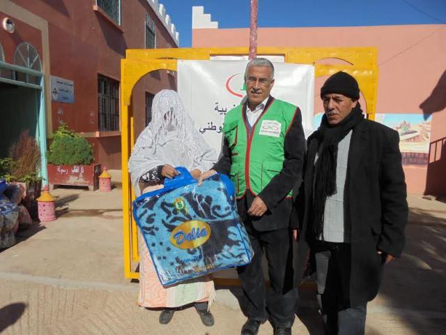 توزيع أغطية على المتضررين من الفيضانات بدار الطالبة المعدر الكبير ودار الطالبة رسموكة