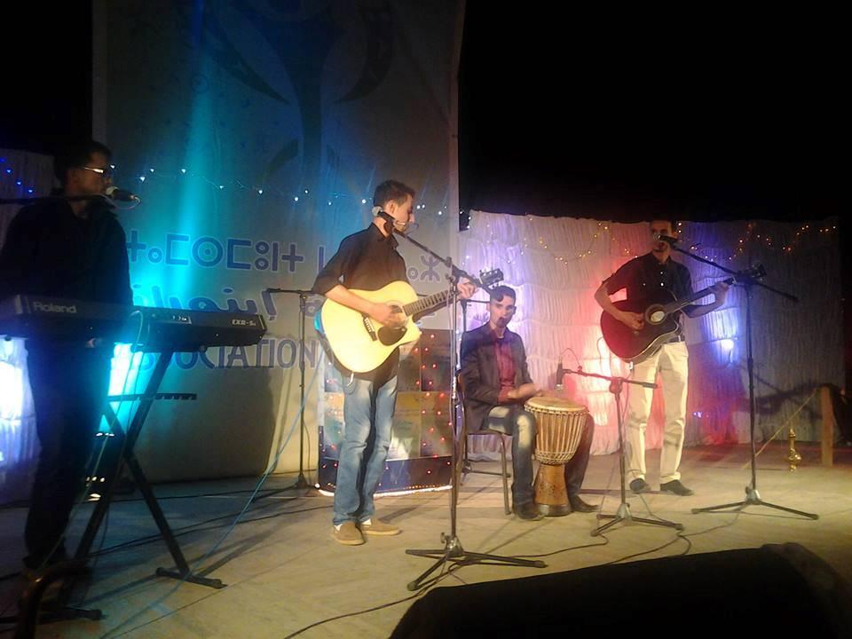 مجموعة إفران باند للموسيقى الأمازيغية الملتزمة تغني من أجل ضحايا الفيضانات