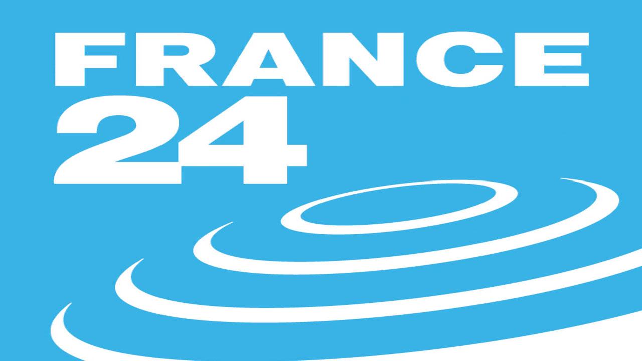 """ضبط طاقم صحفي تابع لقناة """"فرانس 24"""" وهو يقوم بتصوير برنامج بطريقة سرية بإحدى الفيلات (بلاغ)"""