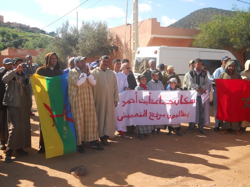 ساكنة آيت أحمد بتيزنيت تحتج ضد التهميش