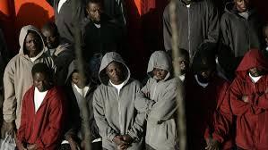 عشرات المهاجرين الأفارقة غير الشرعيين يحلون بتيزنيت في انتظار ترحيلهم إلى مبلدان الإقامة