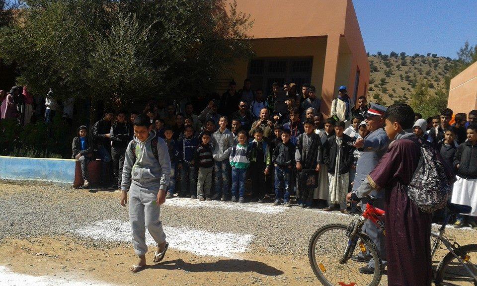 حملة تحسيسية بثانوية محمد الجزولي بأنزي إقليم بمناسبة اليوم الوطني للسلامة الطرقية