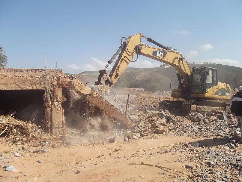 هدم البنايات المتواجدة بطريق وادي سيدي إفني