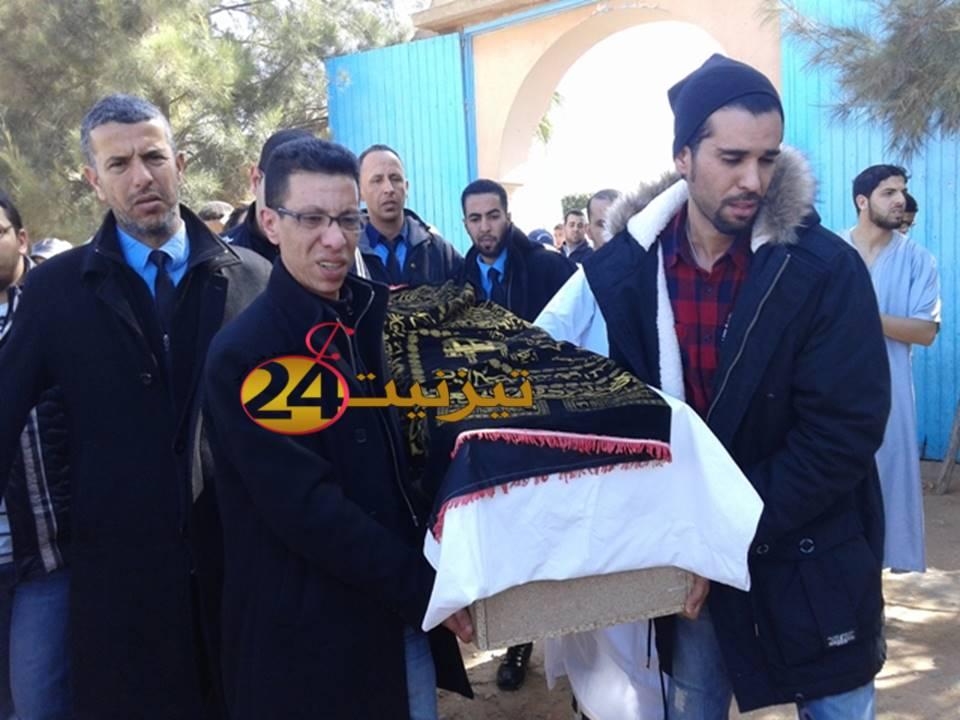 """تشييع مهيب لجنازة طبيب المستعجلات """"الدكتور إبراهيم التاكي"""" بتيزنيت / مرفق بالصور"""