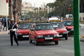مهنيو سيارات الأجرة الصغيرة بأكادير يطالبون سلطات الولاية بفتح باب رخص الثقة في وجه أبناء السائقين