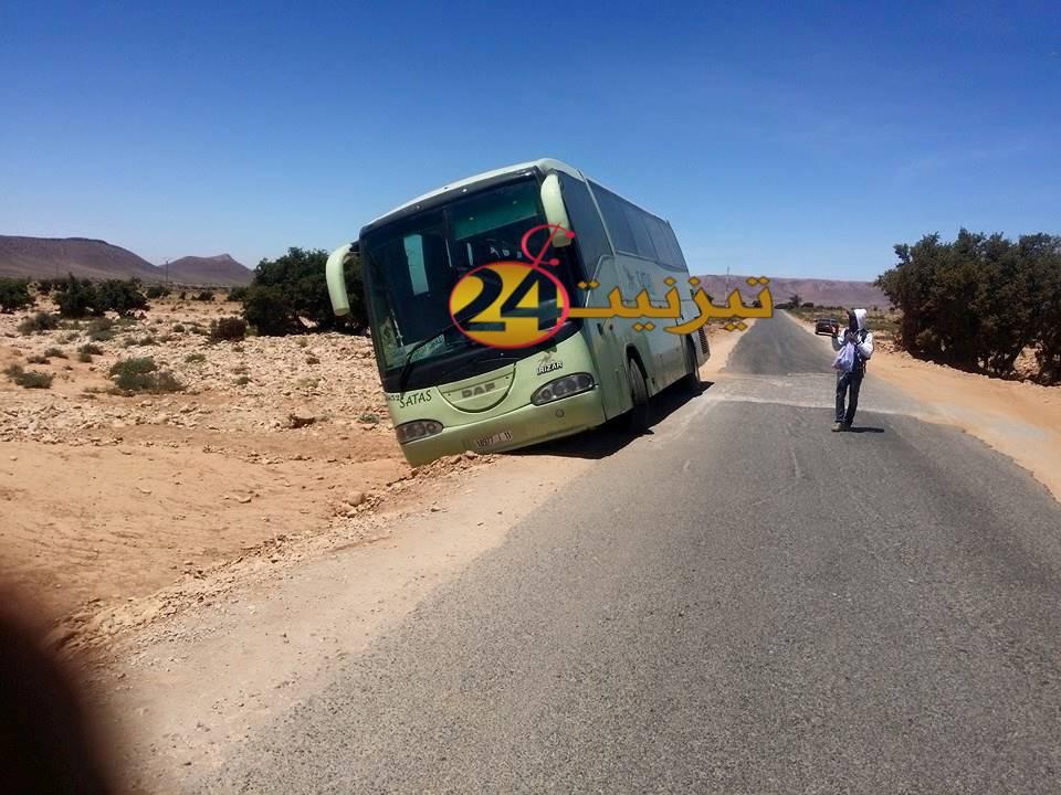 """صور انحراف حافلة"""" ساتاس"""" عن الطريق الرابطة بين بويزكارن وتيمولاي"""