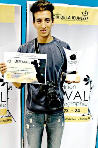 يونس شكروف يتوج بجائزة مهرجان التصوير الفوتوغرافي بمدينة بيوكرى