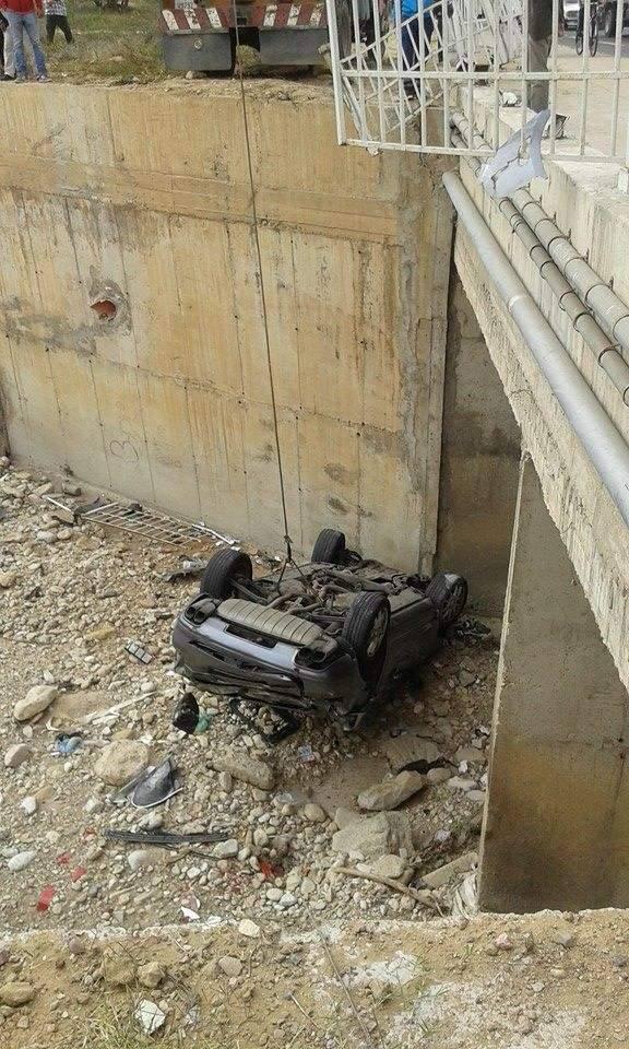 سقوط سيارة في عمق واد الحوار بمدخل مدينة اكادير
