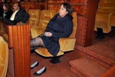 نائبة برلمانية تفضل العناية بزوجها على البرلمان وتقدم إستقالتها من مجلس النواب