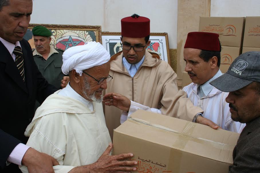 توزيع اعانات غذائية على القيمين الدينين بسيدي إفني