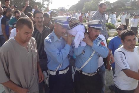 """جنازة مهيبة تشيّع """"شرطيّ طنجة"""" لمثواه بمقبرة """"سيدي عمر"""""""