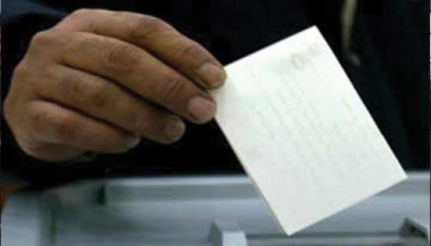 موظف يستميل الناخبين ببرامج فلاحية للدولة بتيزنيت وضبط امرأة توزع الأموال بسيدي احمد او موسى