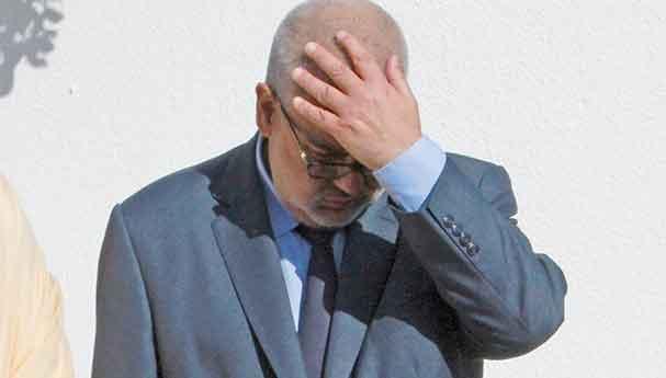 وزير في الحكومة متهم بدفع 300 مليون للاستوزار