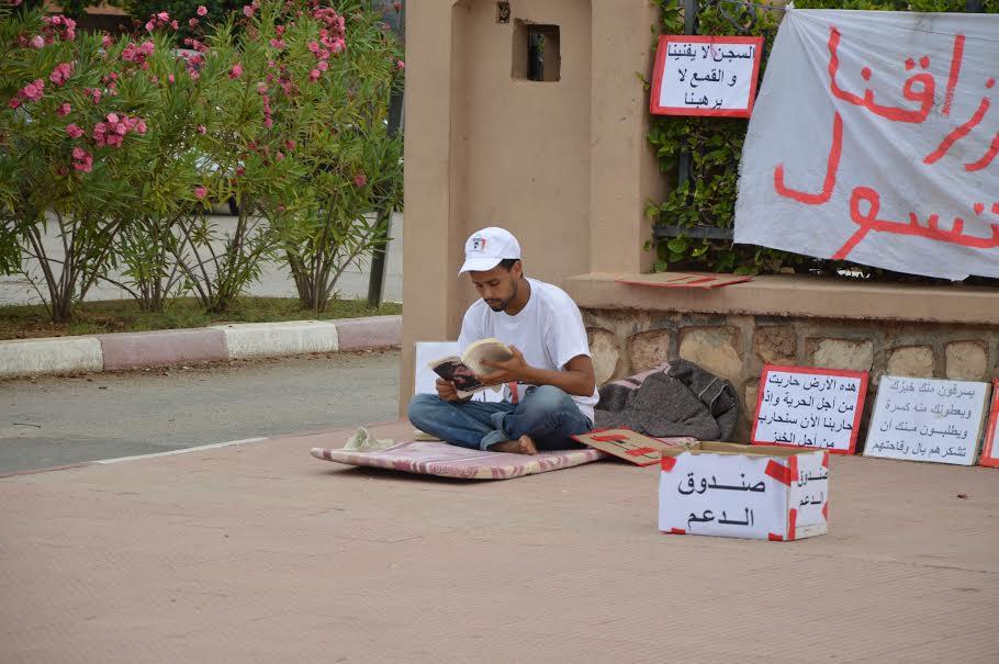 البائع المتجول ياسين الحميني يعود للاحتجاج أمام باشوية وبلدية تيزنيت