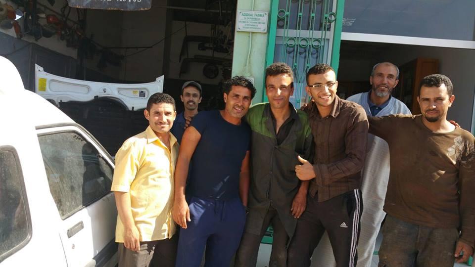 صورة تذكارية بمدينة تيزنيت مع اللاعب الدولي صلاح الدين بصير