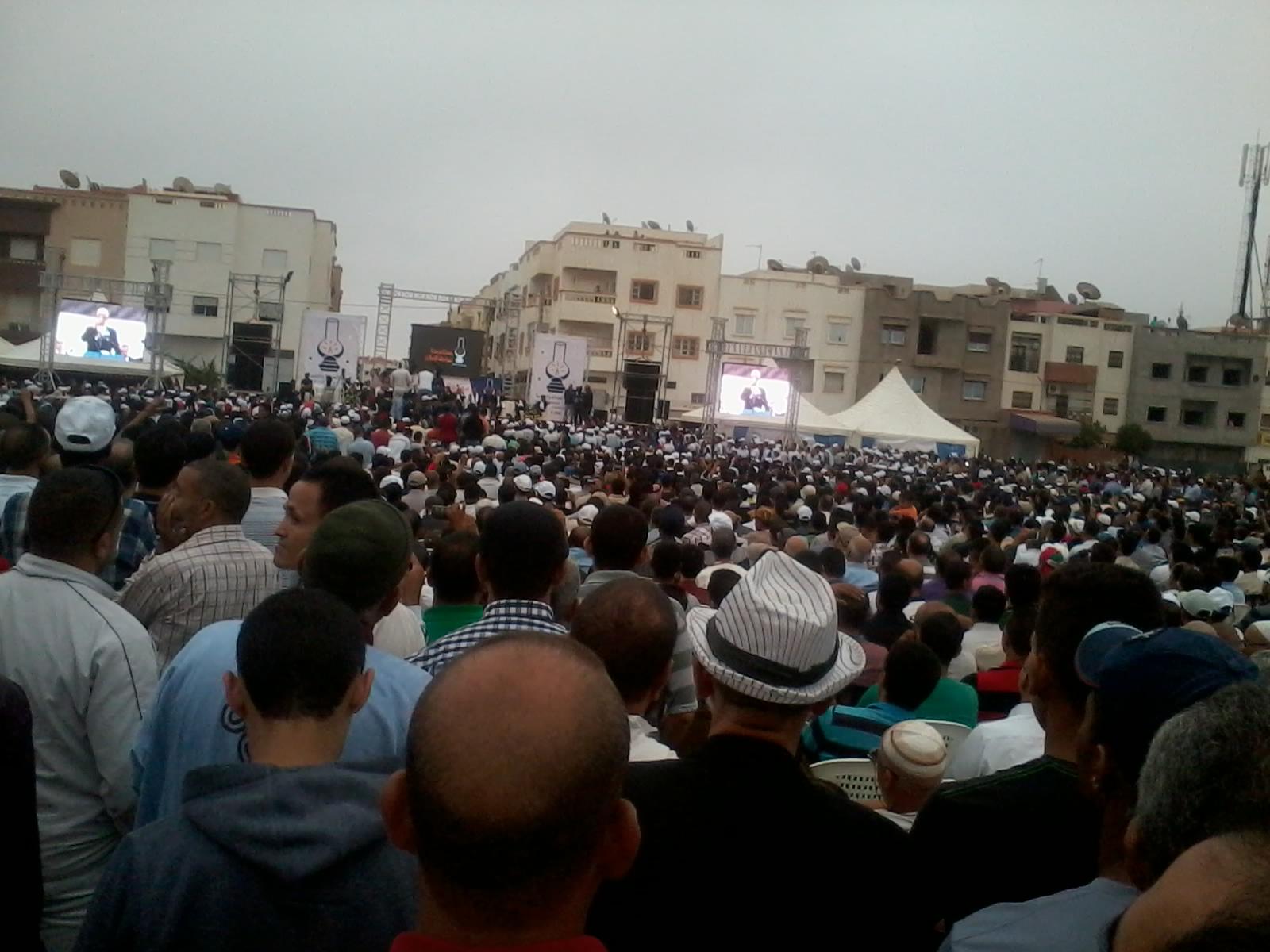 بنكيران يطلق النار على البام ويهاجم عمدة فاس في المهرجان الخطابي أمام أنصاره أكادير.
