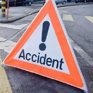 حادثة سير قرب مسجد السنة بتيزنيت بين شاحنة وسيارة أجرة