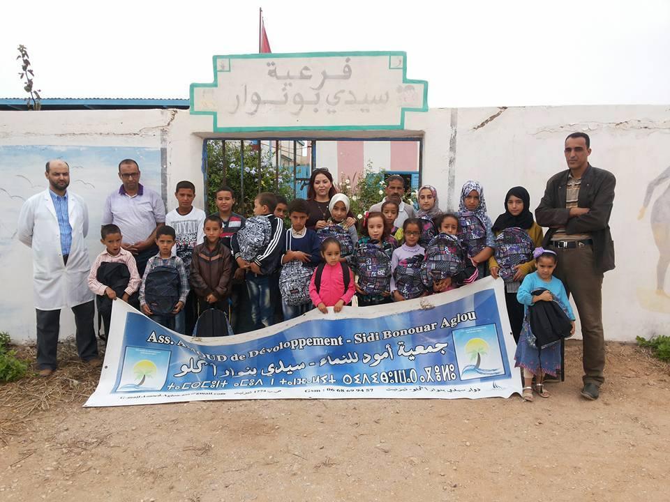 جمعية أمود للنماء سيدي بونوار توزع الأدوات المدرسية