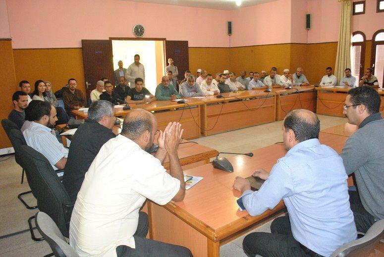 تيزنيت : رئيس المجلس البلدي ونوابه يعقدون اجتماعات تواصلية