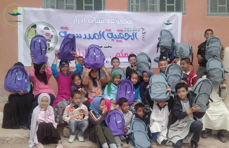 شباب أدرار يوزعون الحقائب المدرسية على تلامذة أدرار