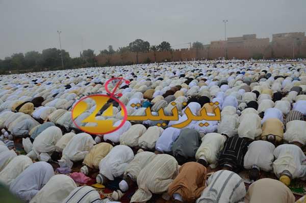 الآلاف من رجال ونساء تيزنيت يؤدون صلاة عيد الأضحى في مصلى ساحة الاستقبال / بالصور