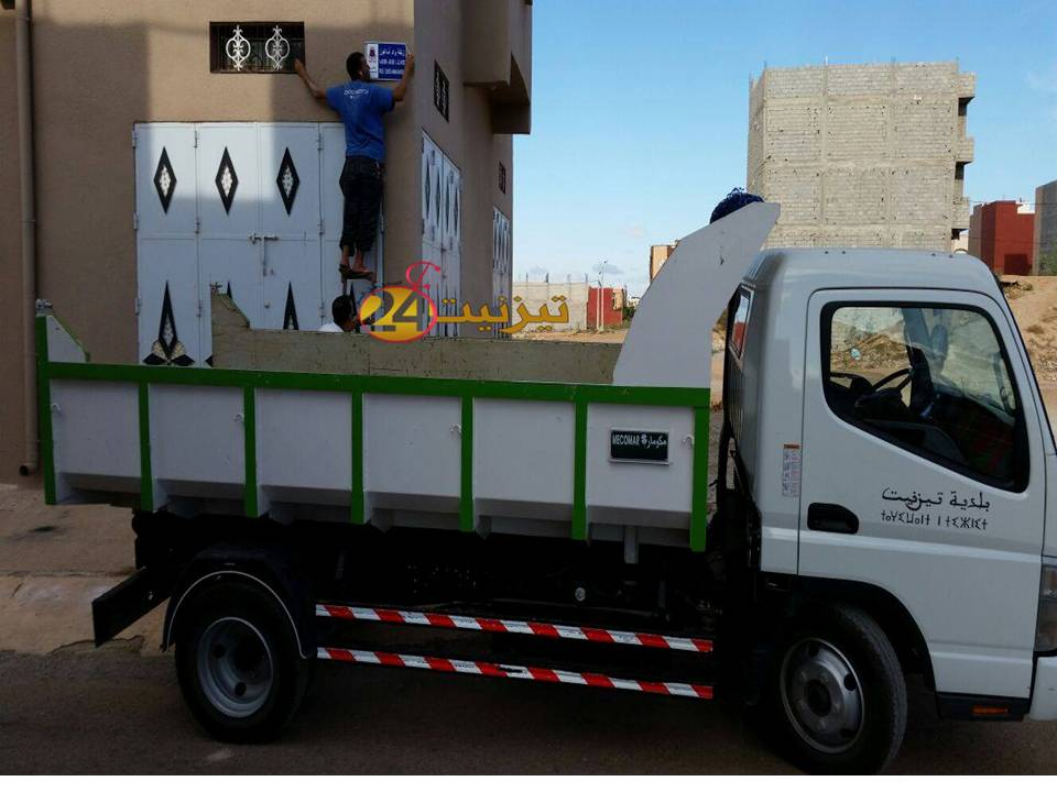 مبادرة جمعوية هي الاولى بمدينة تيزنيت في وضع يافطات لتسمية الشوارع و الازقة