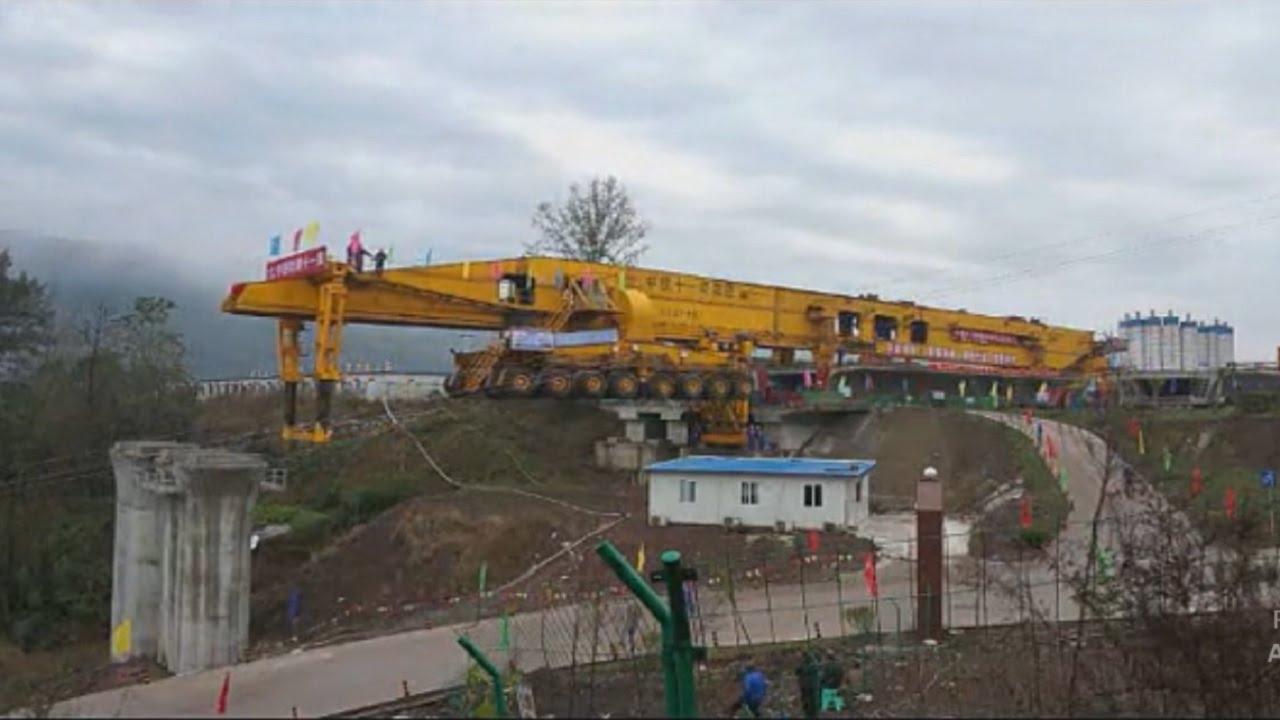 آلة عملاقة تبني الجسور في ظرف قياسي في الصين !
