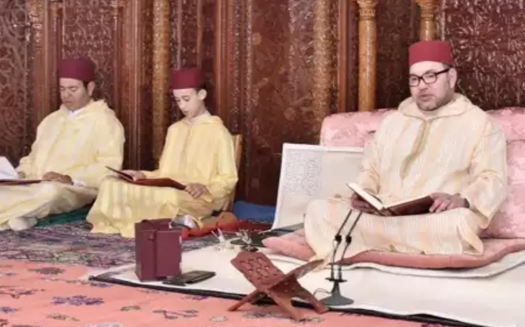 الملك محمّد السادس يحيِي الذكرى الـ17 لرحيل الملك الحسن الثاني