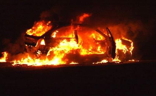 اندلاع النيران بسيارة وانفجارها يفزع المارة بأكادير ويستنفر الأمن