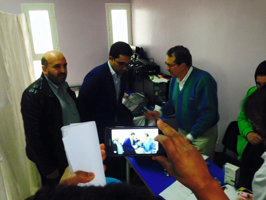 عامل اقليم افني يواكب الحملة الطبية بمير اللفت والتي استفاد منها إلى حدود اليوم الثاني قرابة 1000 مستفيد