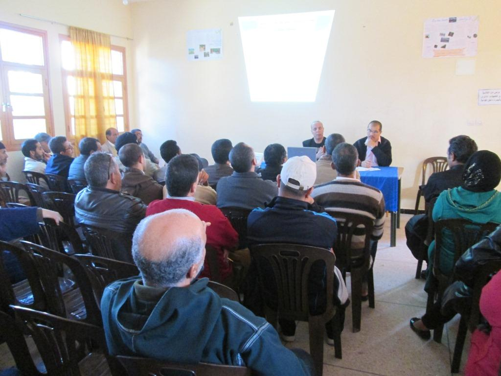 لقاء تواصلي مع الآباء والامهات حول التوجيه بالثانوية الاعدادية الامام مالك بتيزنيت