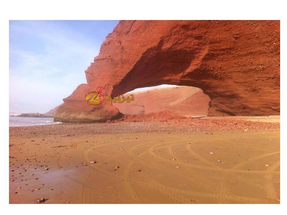 صور خاصة لتصدعات قوس شاطئ الكزيرة العالمي