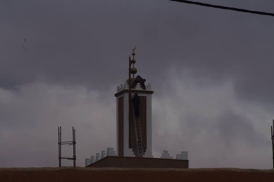 تركيب جامور و هلال بصومعة المسجد الكبير بتيزنيت
