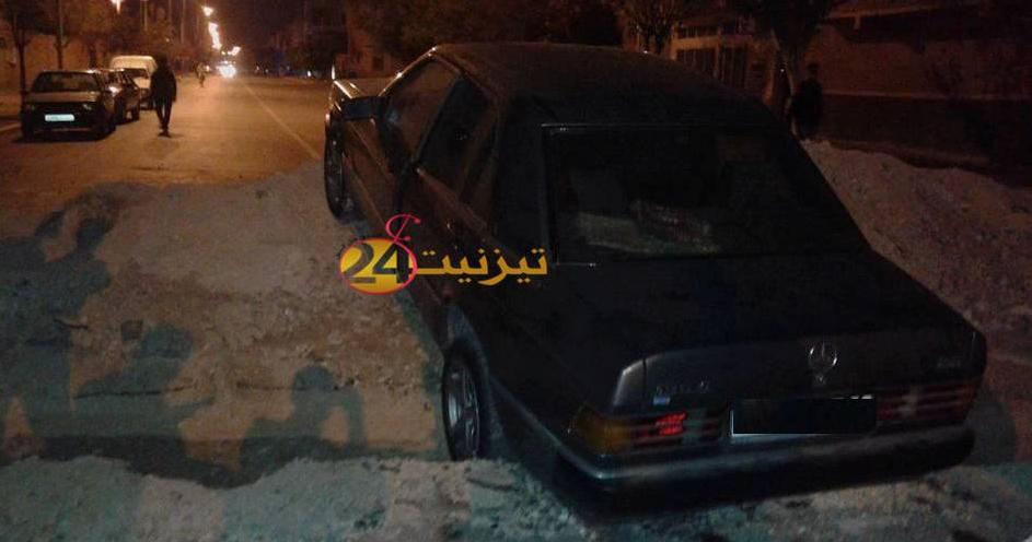 سقوط سيارة في ورش للحفر بشارع علال بن عبد الله