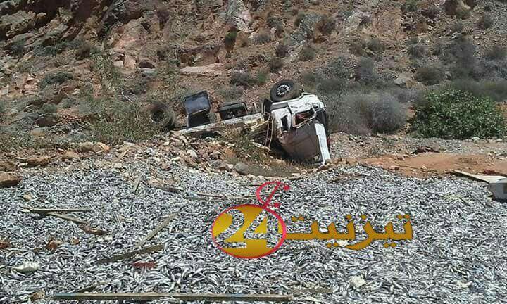 سائق شاحنة محملة بالسردين يتعرض لحادثة سير خطيرة بسيدي افني