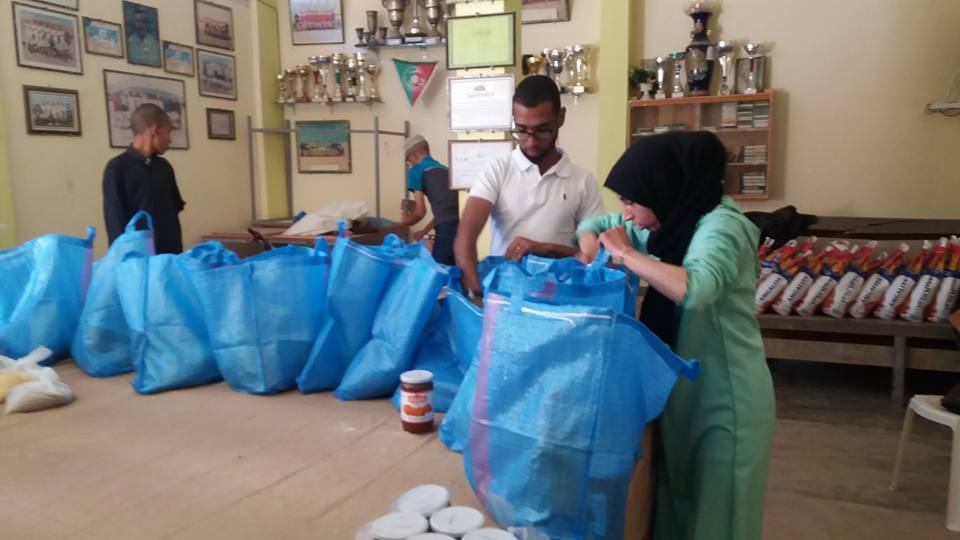 أكلو : جمعية الاشعاع الثقافي توزع الشطر الأول من قفة رمضان